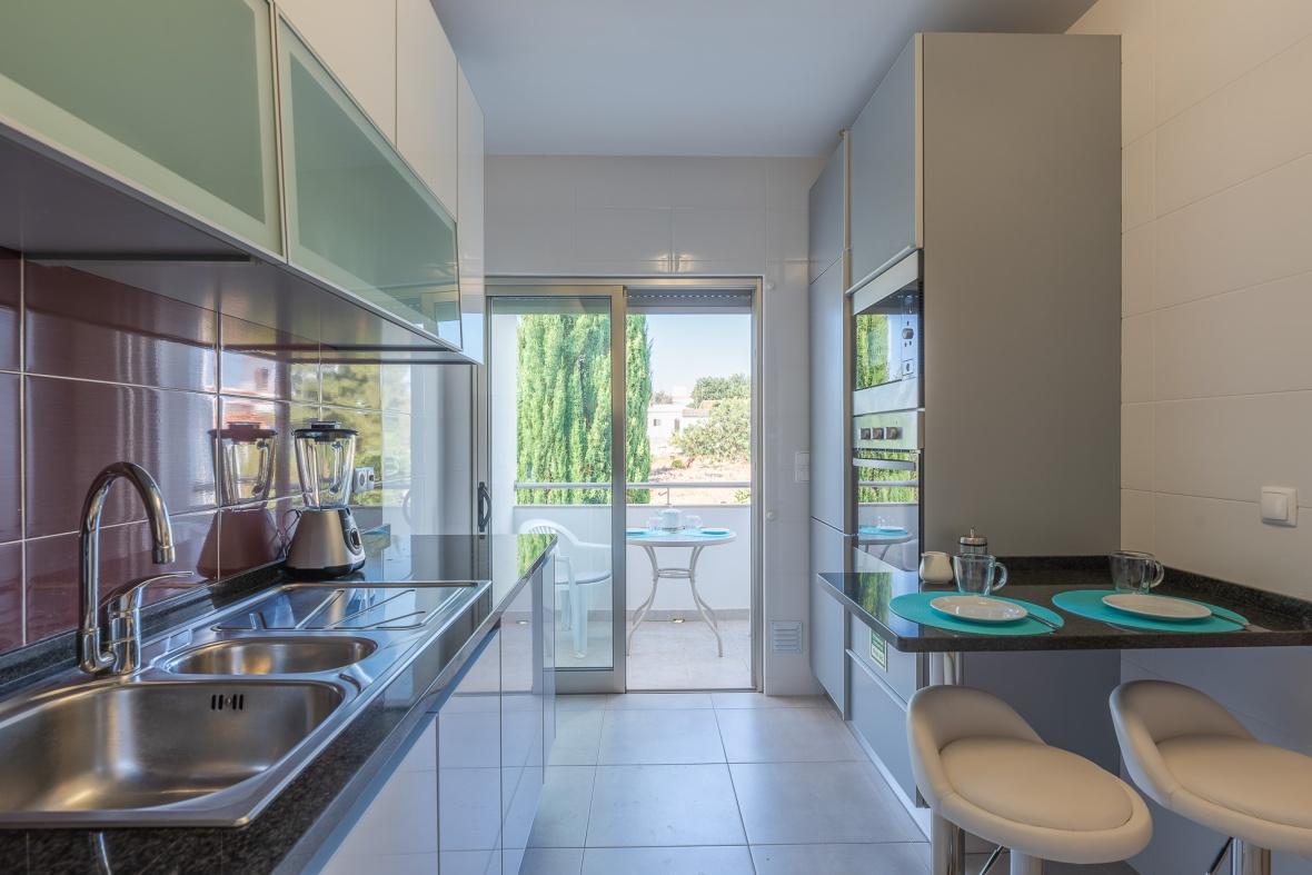 De grote moderne keuken