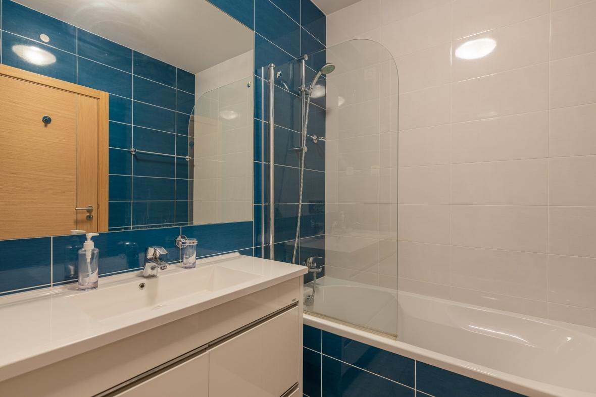 De ensuite badkamer